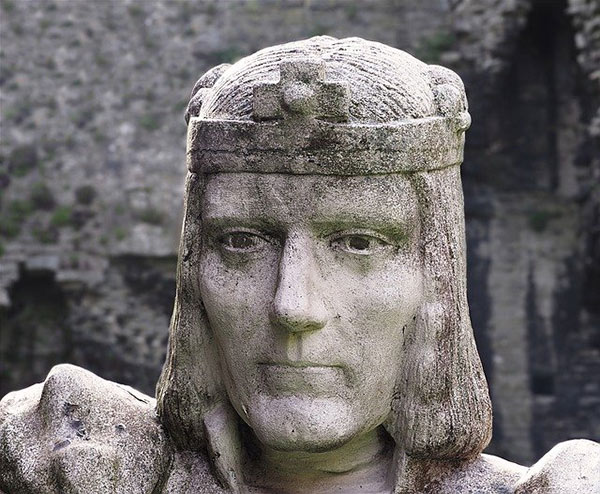 Statue of King Richard III found buried in Leicester