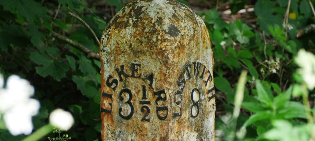 Stone marker to Liskeard