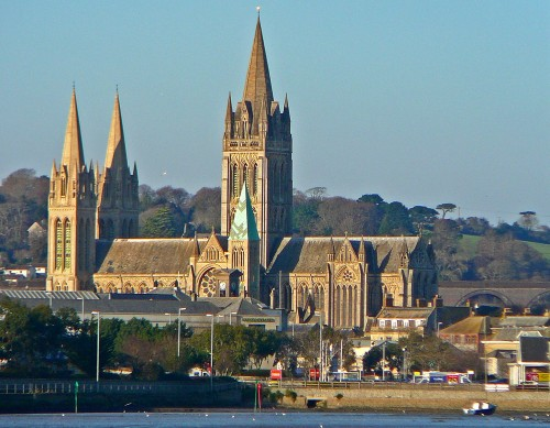 Airport transfers for groups from Truro