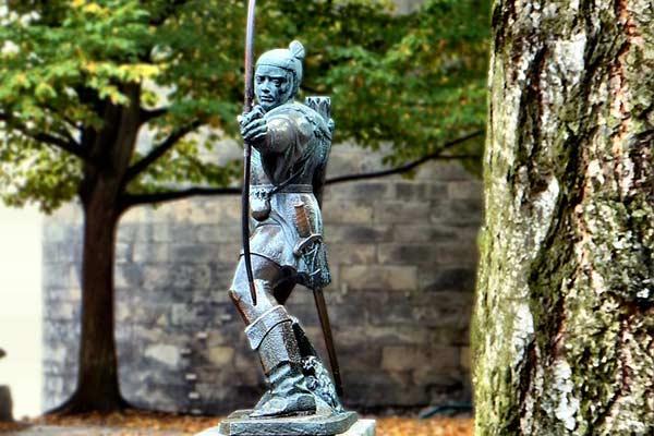 Robin Hood statue in Nottinghamshire